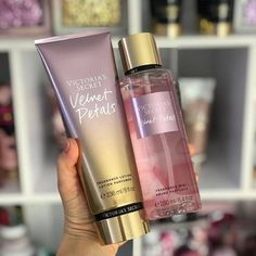 """VICTORIA'S SECRET on Instagram: """"Dúo Body Splash $3500 Body Lotion $3500 """"Velvet Petals"""" Fragancia Súper Dulce🍭 sándalo cremoso y almendras dulces 💛…"""" Victoria's Secret, Fragrance Lotion, Luscious Hair, Smell Good, Clear Skin, How To Do Nails, Body Lotion, Girly Things, Hair And Nails"""