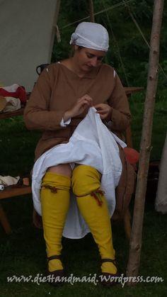 Sagt nix! Ich wollte bei der Modenschau mitmachen, aber der Saum an meinem Unterkleid zipfelte! Da zieh ich mich doch nicht komplett für um! ;-)