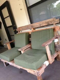 Pallet Furniture -- this would be perfect for our front porch. Maybe painted wood... or stained.