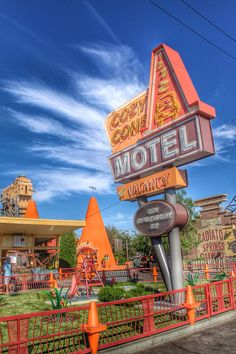 Cozy Cone Motel Cars Land