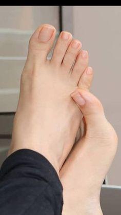Beautiful Nail Polish, Beautiful Toes, Pretty Toes, Toe Nail Designs, Nail Polish Designs, Feet Soles, Women's Feet, Michael Jordan Art, Feet Nails