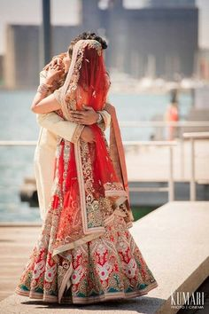 Everything related to indian fashion; whether it be bridal or casual. Boda Sikh, Big Fat Indian Wedding, Indian Bridal Wear, Indian Weddings, Romantic Weddings, Romantic Dp, Hindu Weddings, Peach Weddings, Wedding Photography