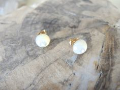 Etsy のMother of Pearl Studs, Mother of Pearl Earrings, 14K Gold Filled Post Earrings, Gold Studs, Mother Of Pearl Jewelry Gifts For Her(ショップ名:GemJewelrybyHWestNY)