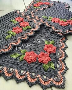 Ideas crochet christmas table runner squares for 2019 Crochet Placemats, Crochet Table Runner, Crochet Doilies, Crochet Flowers, Doily Patterns, Afghan Crochet Patterns, Crochet Squares, Baby Knitting Patterns, Granny Squares