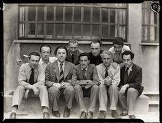 Paris-surrealisterna Tristan Tzara, Paul Éluard, André Breton, Hans Arp, Salvador Dalí, Yves Tanguy, Max Ernst, René Crevel och Man Ray, Paris 1933.  Foto: Anna Riwkin