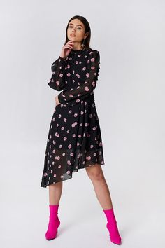 9e6b2c54ad Asymetryczna sukienka z wycięciem z tyłu Pink Floral