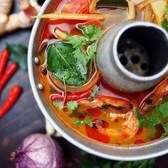 """"""" 世界三大スープのひとつ【トム・ヤム・クン (¥1,350 +tax)】 レモングラスを使った酸味のある味が特徴的です☆ 具沢山のトムヤムクンは触感も楽しめます! ハーフサイズ(¥700 +tax)もご用意しておりますので ぜひお楽しみください!!! Thai Red Curry, Ethnic Recipes, Food, Essen, Meals, Yemek, Eten"""