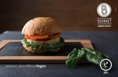 #BourVegan #bourmet #pesaro #hamburger #burger #bistrot #burgerbistrot #foodporn #slowfood #km0 #stillife• Quinoa, ceci e patate • Spinaci freschi • Pomodoro fresco