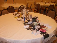 Some friends and relatives were invited to decorate a table with their memories of our Mother.