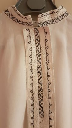 FINN – Bunadsskjorte til sognebunad Hardanger Embroidery, Embroidery Patterns, Types Of Patterns, Head Pieces, Aprons, Folk, Delicate, Stitch, Shirts