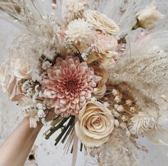 Beautiful bouquet of flowers delicate and in light colors morning .- Beautiful bouquet of flowers delicate and in light colors Morgane Illes - Bride Bouquets, Floral Bouquets, Bouquet Wedding, Beautiful Bouquet Of Flowers, Bouquet Flowers, Spring Bouquet, Bridal Musings, Bridal Flowers, Dried Flowers