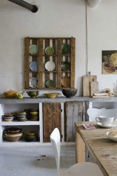 A pallet re-used as a plate holder! Brilliant