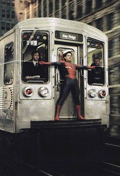 Tobey Maguire as Spiderman/Peter Parker - Spiderman 2 Spiderman Sam Raimi, Spiderman 2002, Amazing Spiderman, Parker Spiderman, Spiderman Marvel, Marvel Dc Comics, Marvel Heroes, Captain Marvel, Comic Wallpaper