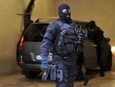 FIPN-SDLP GIPN Chaque policier de cette unité est doté de deux armes de poing, pistolets Glock 17 et 26, en remplacement des revolvers Manurhin modèle Gendarmerie (calibre 357 Magnum), des pistolets Beretta 92FS et HK USP en 9×19. Le Glock 17 est doté d'une lampe Surfire ou Streamlight TLR2.