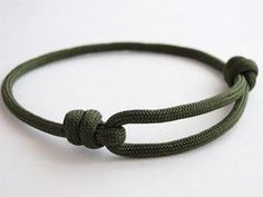 How to Make a Simple Single Strand Friendship (Version Sliding Knot) . - How to Make a Simple Single Strand Friendship (Version Sliding Knot) Bracelet – YouTub - Jewelry Knots, Bracelet Knots, Bracelet Crafts, Paracord Bracelets, Lanyard Knot, Survival Bracelets, Slide Knot Bracelet, Knots For Bracelets, Paracord Ideas