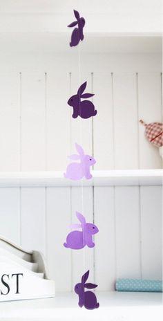 Guirnalda (o móvil) con conejitos de Pascua