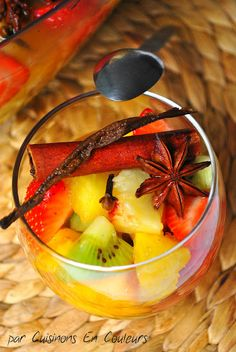 Ensalada de frutas con vainilla en rama