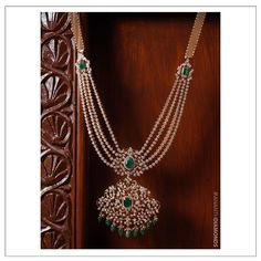 Pearl Necklace Designs, Diamond Wedding Sets, Gold Jewellery, Diamond Jewelry, Jewelery, Diwali Flowers, Gold Haram Designs, Pearl Bridal Jewelry Sets, Emerald Necklace
