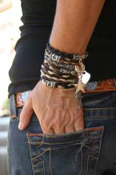 looks like horse hair Horse Hair Bracelet, Horse Hair Jewelry, Cowgirl Bling, Cowgirl Style, Western Style, Jewelry Accessories, Fashion Accessories, Mens Essentials, Western Jewelry