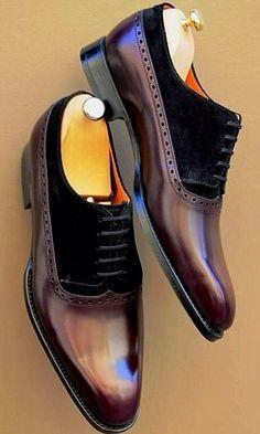 Estos son zapatos de vestir. Puedo vestir los zapatos en las bodas. El color del zapatos son marrones. Yo prefiero llevar zapatos de vestir cuando quiero mirar bonito.
