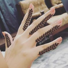 Check out the best bridal mehndi designs 2019 and jazz up your bridal mehendi look. Bridal mehendi inspirations for brides. Latest Arabic Mehndi Designs, Latest Bridal Mehndi Designs, Stylish Mehndi Designs, Mehndi Designs For Girls, Mehndi Design Photos, Mehndi Designs For Fingers, Beautiful Henna Designs, Beautiful Mehndi, Henna Tattoo Designs Simple