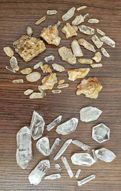 Iron coated quartz crystals next to clean clear quartz Minerals And Gemstones, Crystals Minerals, Rocks And Minerals, Crystals And Gemstones, Stones And Crystals, How To Clean Quartz, How To Clean Crystals, How To Clean Iron, How To Clean Rust