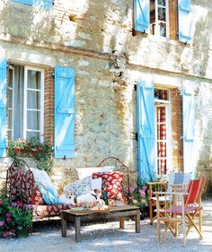This picture evokes memories of Provence: the delicious smell of lavender and herbs, cyprus trees, blue shutters, pushing strollers up impossible hills, the heat.I love Provence! French Cottage, French Country House, French Farmhouse, Country Blue, Cottage Style, Country Living, Farmhouse Decor, Rustic French, Country Charm