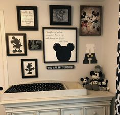 Mickey Mouse House, Minnie Mouse, Disney Home Decor, Disney Crafts, Casa Disney, Disney House, Bedroom Murals, Bedroom Decor, Basement Movie Room