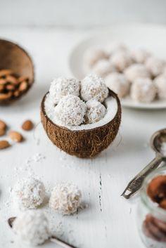raw vegan coconut almond truffles//