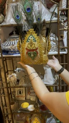 Oshun Ibu Kole, Oshun Goddess, Crowns, Religion, Baby Shower, Videos, Vestidos, Russian Hat, Santa Dress