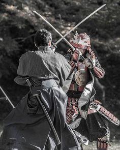 Geisha, Samurai Poses, Cherry Blossom Japan, Samurai Artwork, Japanese Warrior, Katana Swords, Ninja, Samurai Warrior, Medieval Armor