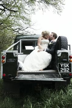 Romantic Land Rover wedding kiss