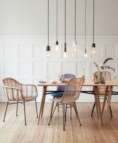 Hanging Pendants abobe the Dining Table | Step into Spring with Dash & Hübsch(es) Details | monsterscircus