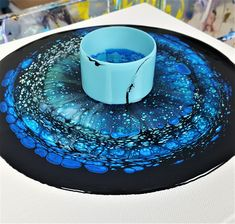 Open Cup Acrylic Pour Galaxy Easy Open Cup technique for acrylic pouring beginners. Acrylic Pouring Techniques, Acrylic Pouring Art, Acrylic Art, Flow Painting, Diy Painting, Pour Painting, Galaxy Painting, Diy Resin Art, Diy Canvas Art