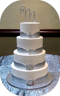 Elegant White and Silver Wedding Cake - Torten mit Fondant - Wedding Cakes Bling Wedding Cakes, Wedding Cake Photos, White Wedding Cakes, Elegant Wedding Cakes, Beautiful Wedding Cakes, Gorgeous Cakes, Wedding Cake Toppers, Amazing Cakes, Wedding White