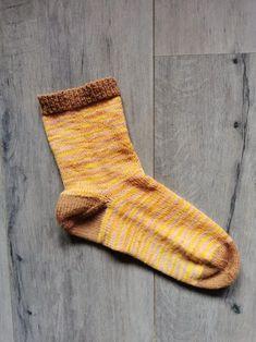 Des chaussettes colorées au tricot et avec de nouvelles techniques - Binge Tricot