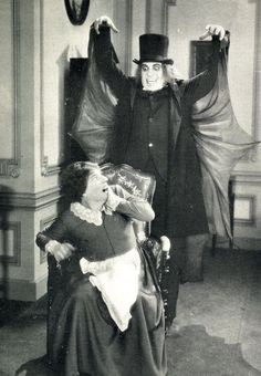 """""""London After Midnight"""" film now lost: The man in the beaver hat (Lon Chaney) frightens Miss Smithson. Classic Horror Movies, Horror Films, Golden Age Of Hollywood, Classic Hollywood, London After Midnight, Lon Chaney, Halloween Goodies, Thing 1, Classic Monsters"""
