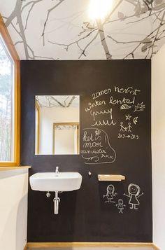 parede lousa no banheiro