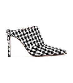Read about the shoe style Italian It-Girls have been loving this season: the pointed mule. Shop our picks to try the trend.