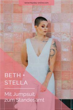Unsere Beth Hose in Kombination mit unserem Stella Body ist das ideale Hochzeitsoutfit für die moderne Braut. Zusätzlich hast du die Möglichkeit die Einzelteile auch nach der Hochzeit wieder zu verwenden. So geht Nachhaltigkeit! Boho Stil, Rock, Outfits, Registry Office Wedding, Two Piece Outfit, Sustainability, Getting Married, Celebration, Bridle Dress
