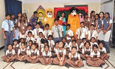 Fun Activites at School - Chutti Vikatan   பள்ளிக்கு வந்த பொம்மைகள்!   சுட்டி விகடன் - 2016-01-15