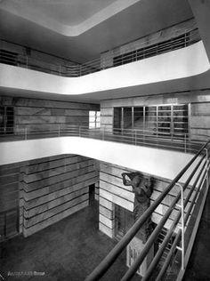 Palazzo delle Poste di Napoli by Giuseppe Vaccaro Fascist Architecture, Facade Architecture, Rationalism, Art Deco Decor, Streamline Moderne, Bauhaus Design, Contemporary Building, Famous Architects, Interior And Exterior