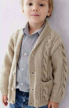 Cardigan Bebe, Crochet Baby Cardigan, Cable Cardigan, Knit Baby Sweaters, Baby Afghan Crochet, Boys Knitting Patterns Free, Knitting For Kids, Free Knitting, Toddler Fashion