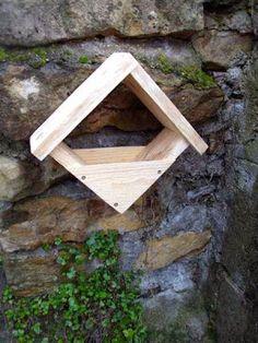 Low-Cost-Feeder, realisieren Vogelhäuschen - My WordPress Website Wood Bird Feeder, Make A Bird Feeder, Garden Bird Feeders, Homemade Bird Feeders, Birdhouse Designs, Bois Diy, Bird Houses Diy, Bird Boxes, Nesting Boxes