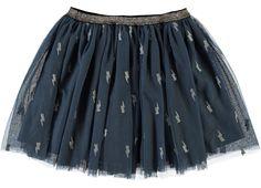 Blauwe meisjes tulle rok NITLADY van het merk Name-it. Dit rokje is zonder sluiting, met een elastische tailleband. Het rokje heeft zilveren sterren.