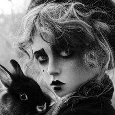 Alice in Wonderland / karen cox.Alice in Wonderland / karen cox. Makeup Inspiration, Character Inspiration, White Photography, Portrait Photography, Horror Photography, Gothic Photography, Chesire Cat, Dark Beauty, Belle Photo