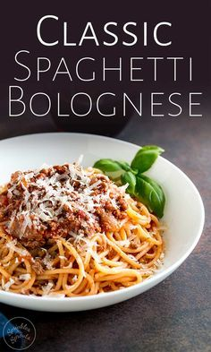 Spaghetti Bolognese is an Italian classic loved the world over. This Authentic Spaghetti Bolognese is cooked long and low to leave you with a rich, deep ragu that is loaded with flavor. Simply the best recipe for Spaghetti Bolognese - A true classic family favorite. Spagetti Bolognese Recipe, Classic Bolognese Recipe, Slow Cooker Bolognese Sauce, Homemade Bolognese, Spagetti Recipe, Easy Spaghetti Bolognese, Italian Spaghetti Recipe, Italian Pasta Recipes, Cooking Spaghetti