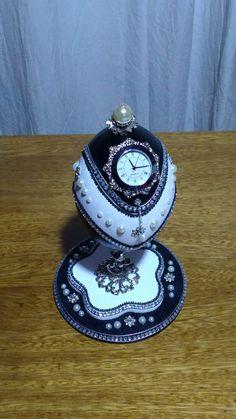 Egg Crafts, Egg And I, Egg Art, Egg Decorating, Bracelet Watch, Eggs, Thoughts, Decoration, Christmas
