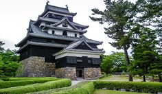 Matsuejō is one of only about a dozen original castles in Japan, meaning that its castle tower has survived all the wars, fires and earthquakes