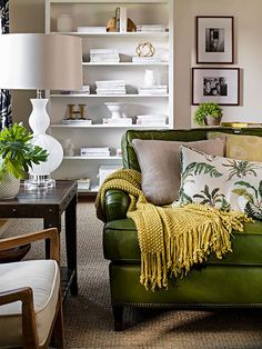 Green sofa living room love this layered sofa great ideas for quickly sprucing up your home Green Couch Decor, Green Sofa, Green Lounge, Living Room Green, Living Room Sofa, Living Room Decor, Living Rooms, Olive Green Couches, Best Leather Sofa